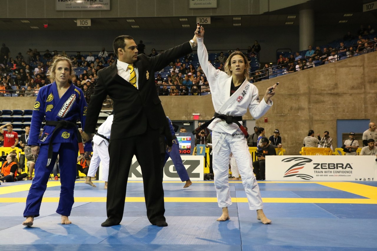 Pati Fontes (Checkmat BJJ) fierce competitor while